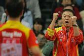 图文:决赛王励勤3-0朱世赫 马琳双手握拳