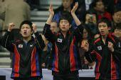 图文:男团决赛马琳3-1柳承敏 韩国队员助威