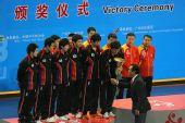 图文:世乒赛赛后颁奖典礼 蔡振华给韩国队颁奖