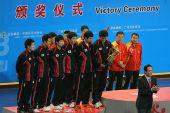 图文:世乒赛赛后颁奖典礼 韩国队员表情严肃