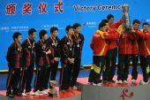 图文:世乒赛赛后颁奖典礼 韩国队站在讲台上