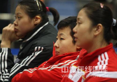 图文:中国女排3-2古巴获六连胜 冯坤蕊蕊观看