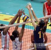 图文:中国女排3-2古巴六连胜 双方网上争夺