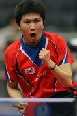 图文:世乒赛团体赛最兴奋庆祝 柳承敏毫不退缩