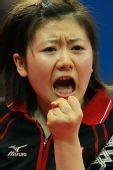 图文:世乒赛团体赛最兴奋庆祝 福原爱美中带刺