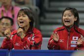 图文:世乒赛团体赛最兴奋庆祝 福原爱美丽加油