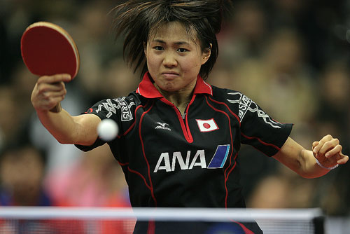 图文:世乒赛团体赛最佳回球动作 平野似笑非笑