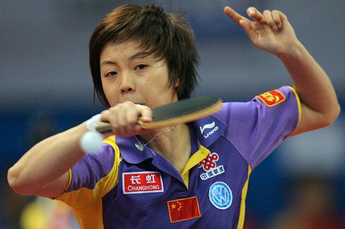 图文:世乒赛团体赛最佳回球动作 张怡宁是第一