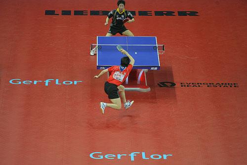 图文:世乒赛团体赛最佳回球动作 柳承敏腾空起