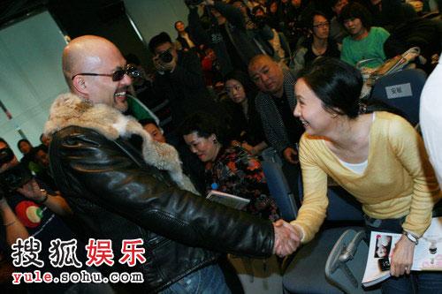 徐锦江与小陶虹竟在此相遇,意外连连