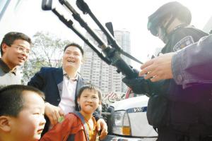 狙击步枪真威风。