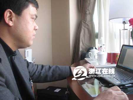景宁县长钟昌明在驻地修改建议