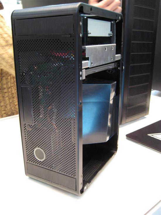 联力展示Xbox 360用全铝机箱