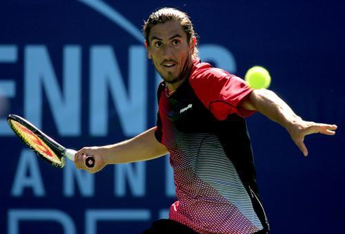 图文:网球频道公开赛首轮 卡纳斯表情露出凶悍
