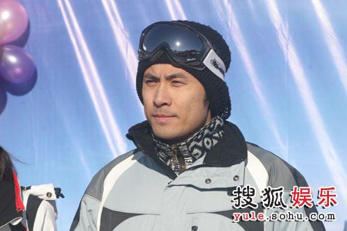 图:梦舟明星足球队参加南山滑雪发布会 - 02