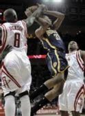 图文:[NBA]步行者VS火箭 杰克逊封盖对手