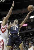 图文:[NBA]步行者VS火箭 格雷杰勉强上篮