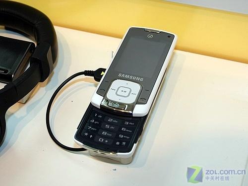 产品线清晰 CeBIT2008三星手机展台图赏