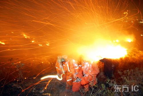 街道应急,森林防火,公安消防; 消防员灭火图片; 公安消防logo; 图片