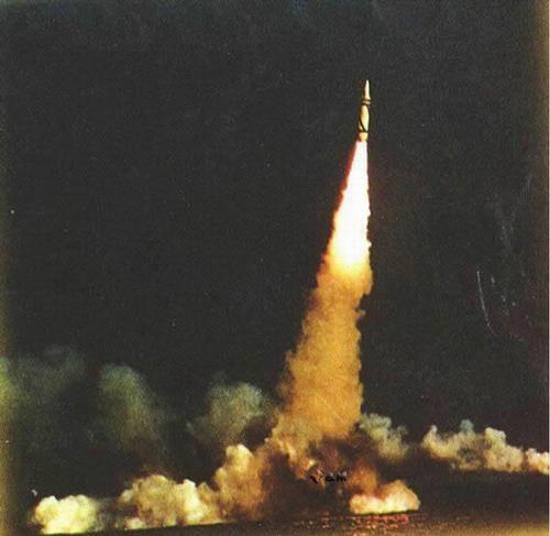 资料图:中国海军巨浪-1型潜射导弹发射