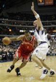 图文:[NBA]火箭VS小牛 麦迪单挑基德