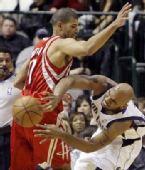 图文:[NBA]火箭vs小牛 巴蒂尔'狡猾'防守