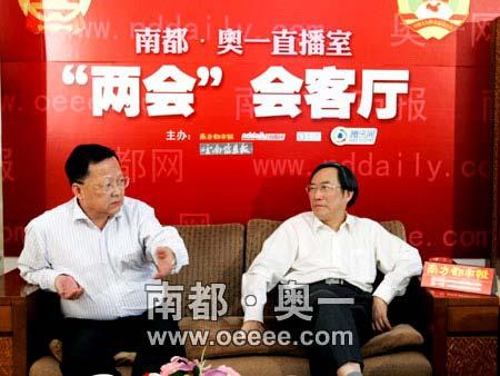 全国政协委员葛剑雄(右)和林嘉騋(左)作客奥一网第一直播室讨论华南虎照。