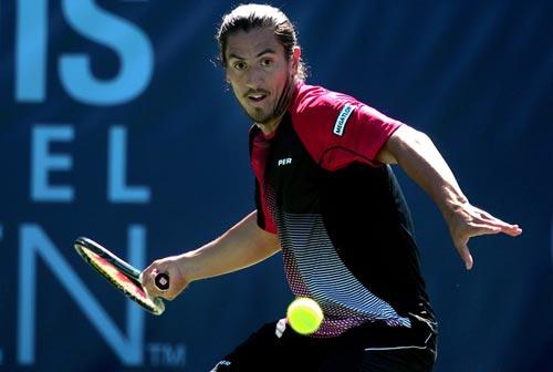 图文:网球频道赛1/4决赛 卡纳斯正手大力抽杀