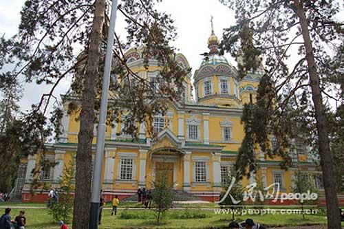 图文:津科夫大教堂坐落在28烈士公园内