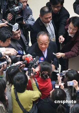 3月9日,前外交部长李肇星在回复台湾记者问题时表示,我的心始终跟台湾连着。 中新社发 张宇 摄