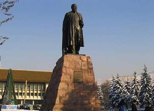 图文:阿拉木图火炬线路解读 阿拜雕塑