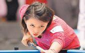 图文:台北九球美女张舒涵 认真打球目光坚毅