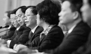3月10日,两会举行中外记者集体采访,农业部副部长危朝安和农业部另外5位有关负责人回答记者提问。本报记者赵青摄