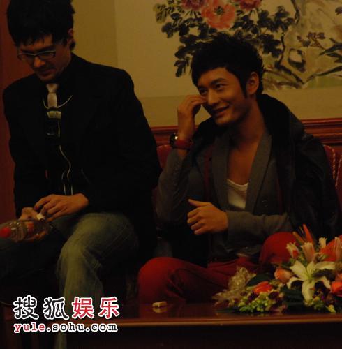 黄晓明在上海录制节目