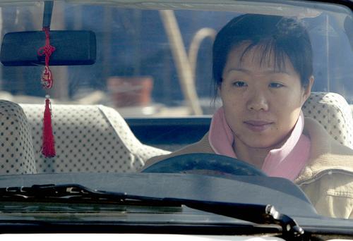 图文:女排张越红沈阳学开车