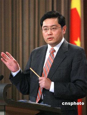 三月十一日,中国外交部发言人秦刚举行例行记者会,就美朝拟在日内瓦举行会晤、二十国集团气候变化部长级会议、北京奥运会等问题答记者问。 中新社发 廖文静 摄