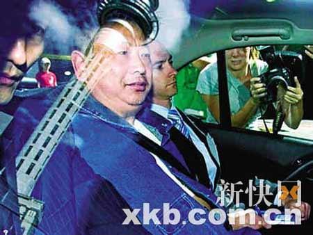 北京时间3月10日9时10分左右,薛乃印在两名便衣的陪同下,抵达奥克兰地方法庭。
