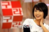 组图:崔真实主持聊天节目 全面解密韩国娱乐圈