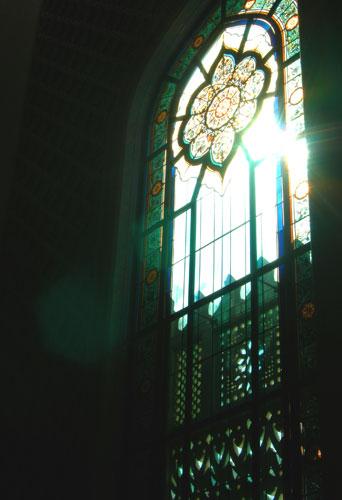 具有神秘色彩的彩色玻璃窗