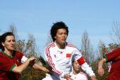 图文:[阿杯]女足6-5葡萄牙 李洁角球争顶