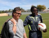 图文:[阿杯]女足6-5葡萄牙 伊丽莎白笑容满面