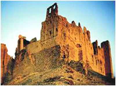 尼日瓦城中最著名的巴赫莱城堡