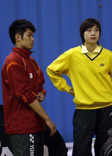 图文:瑞士赛林丹2-0陈郁 林丹与女友谢杏芳