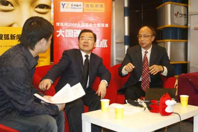 扬州市副市长王玉新和南京大学教授张鸿雁做客搜狐访谈间