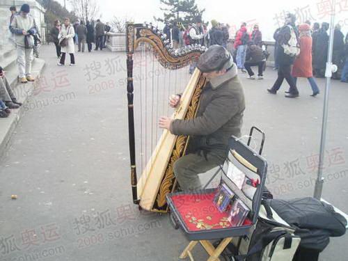图文:巴黎风光 蒙马特高地的艺人