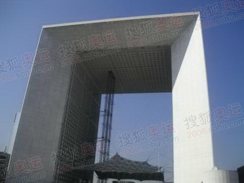 图文:巴黎风光 办公区标志建筑德方斯大门