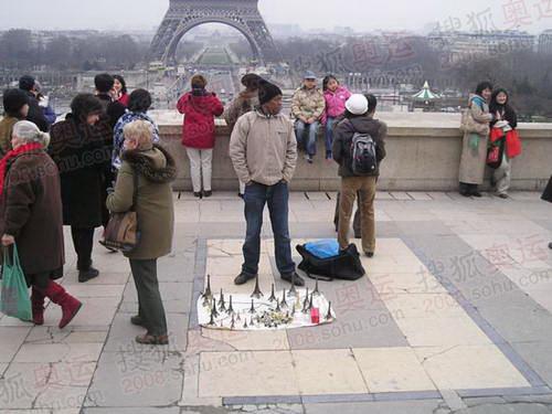图文:巴黎风光 协和广场小贩
