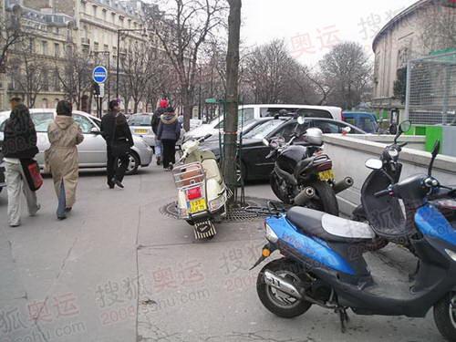 图文:巴黎风光 摩托车