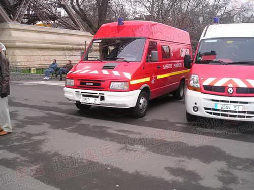 图文:巴黎风光 消防车