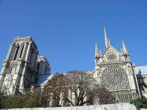 图文:巴黎城市名片 巴黎圣母院